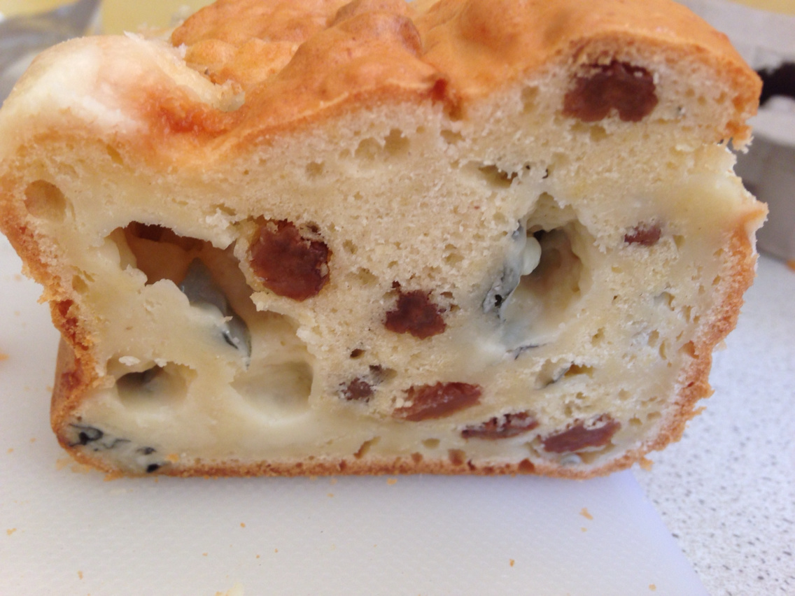 Cake roquefort and grapes