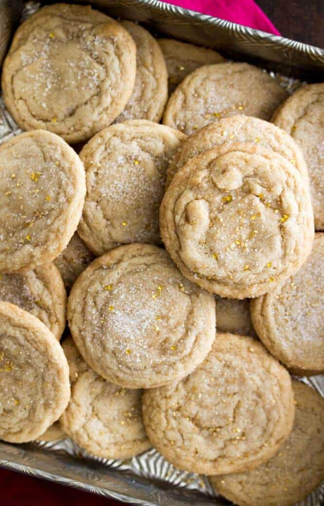 Maple Brown Sugar Cookies -- soft and chewy and with a delicious hint of maple flavor! || Sugar Spun Run